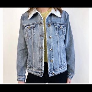 NWT DENIM JEAN JACKET WITH SHEARLING COLLAR
